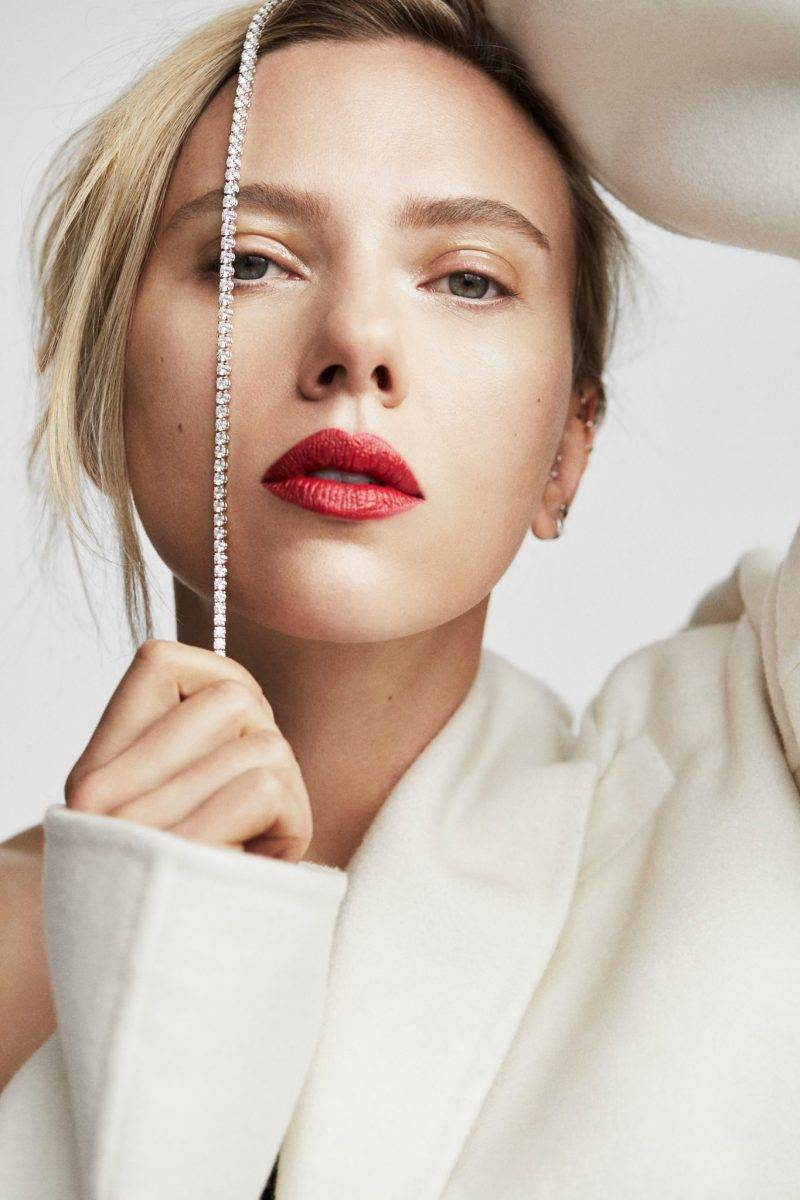 Scarlett Johansson i stor intervju i ELLE, jacka Oscar de la Renta