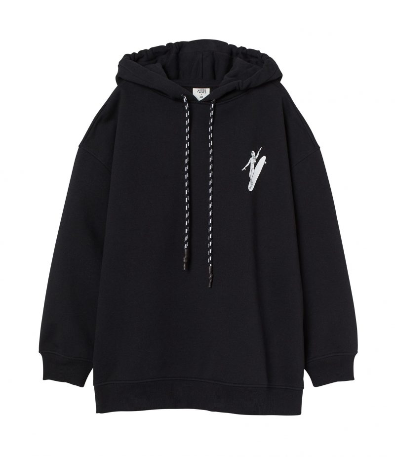 H&M har släppt surfkollektion: Svart hoodie