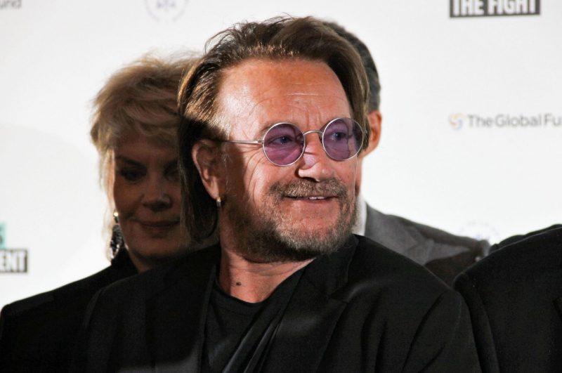 Bono i lila glasögon
