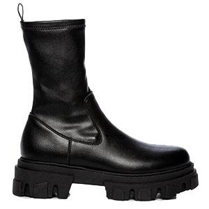 Boots, Attitude