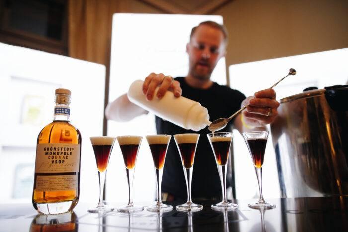 Hot shots på Grönstedts cognac och kaffe från Paulig.