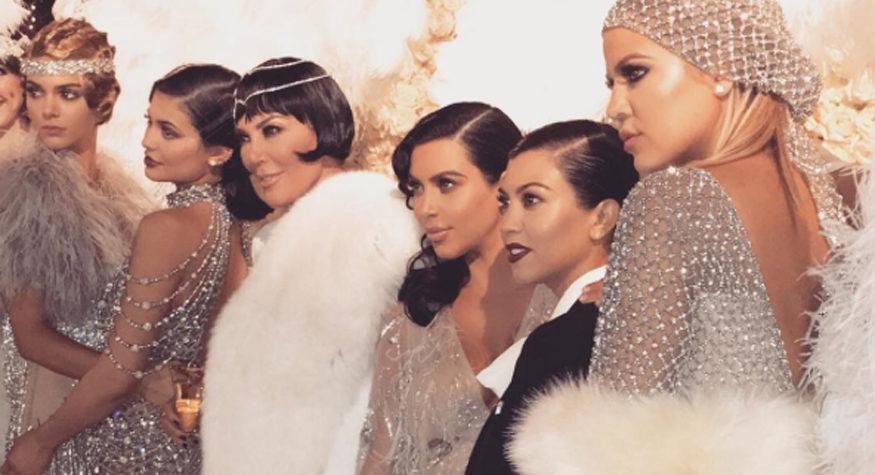 469ffb7dfb14 The Kardashians rockade Great Gatsby på Kris Jenners 60 års-fest   ELLE
