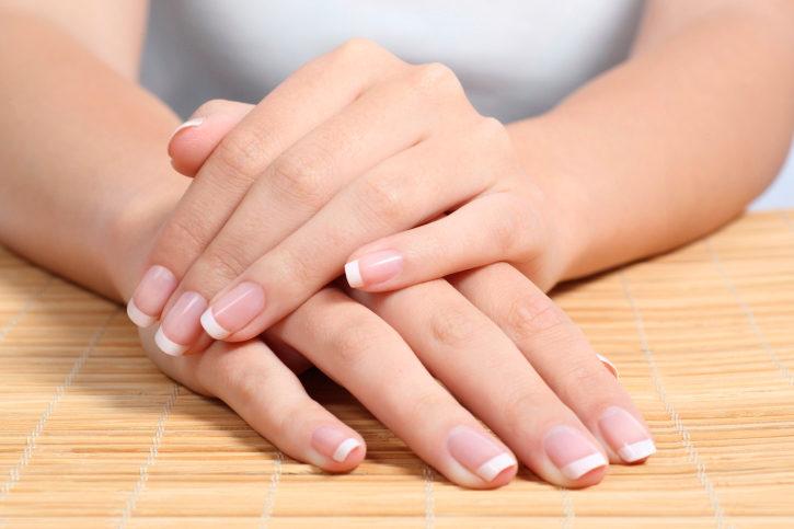 vit fläck på nageln