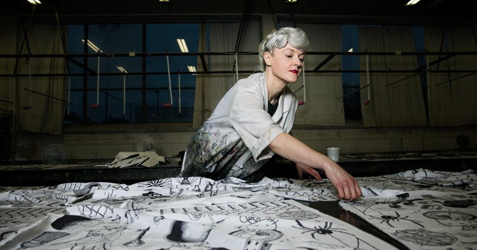 Bea Szenfeld gör unik kollektion med sjalar – i samarbete med Hello Kitty