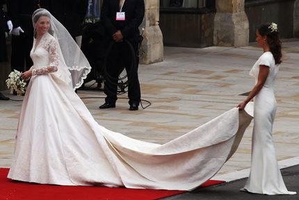 2a98a7b5db2d Kate Middleton gifter sig i en klänning från Alexander McQueen | ELLE