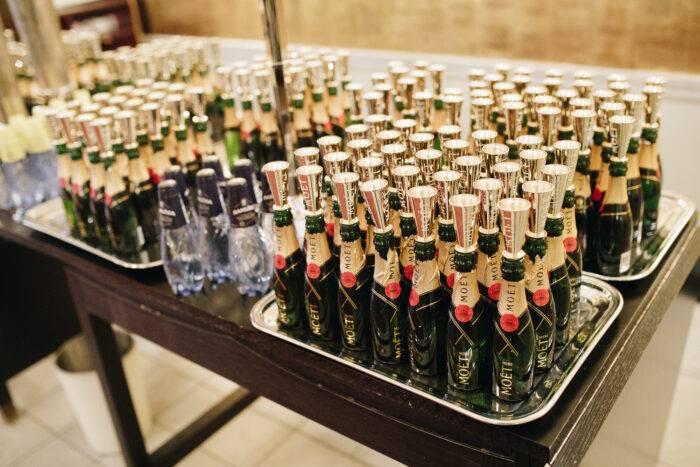 Småflaskor med champagne från Moët & Chandon.