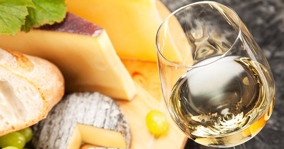 Ost och vin är en given kombination.