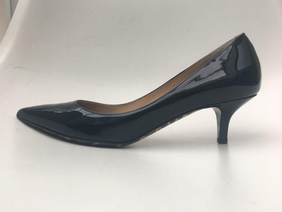 5ba7fa4c Snygga svarta lackskor från Dolce&Gabbana i storlek 38,5 med liten klack  5,5 cm hög.
