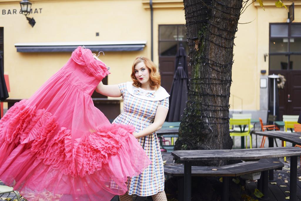 393ebb4b742d Har du fler bilder på klänningen du bar på din bröllopsfest? Kär i kjolen!