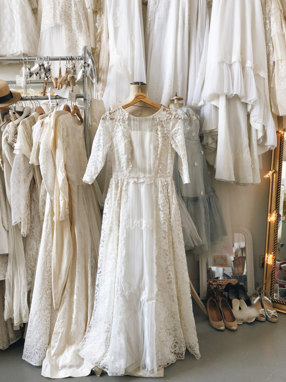 2dc9258737d2 11 nya vintagebröllopsklänningar jag köpte igår | Elsa Billgren