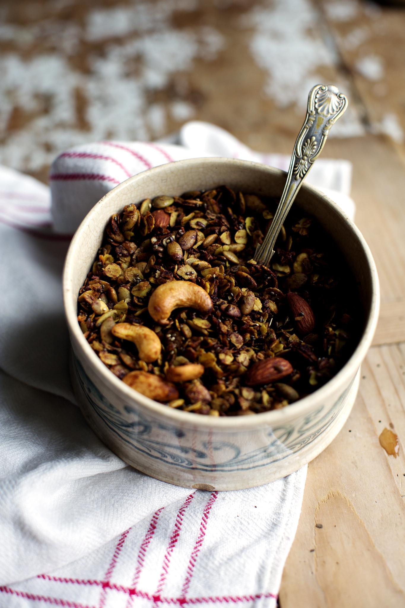 Golden granola med kakao och nötter