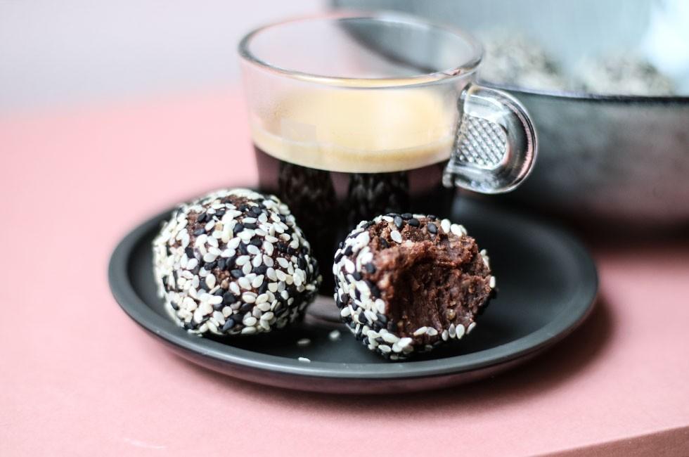 chokladbollar på avokado