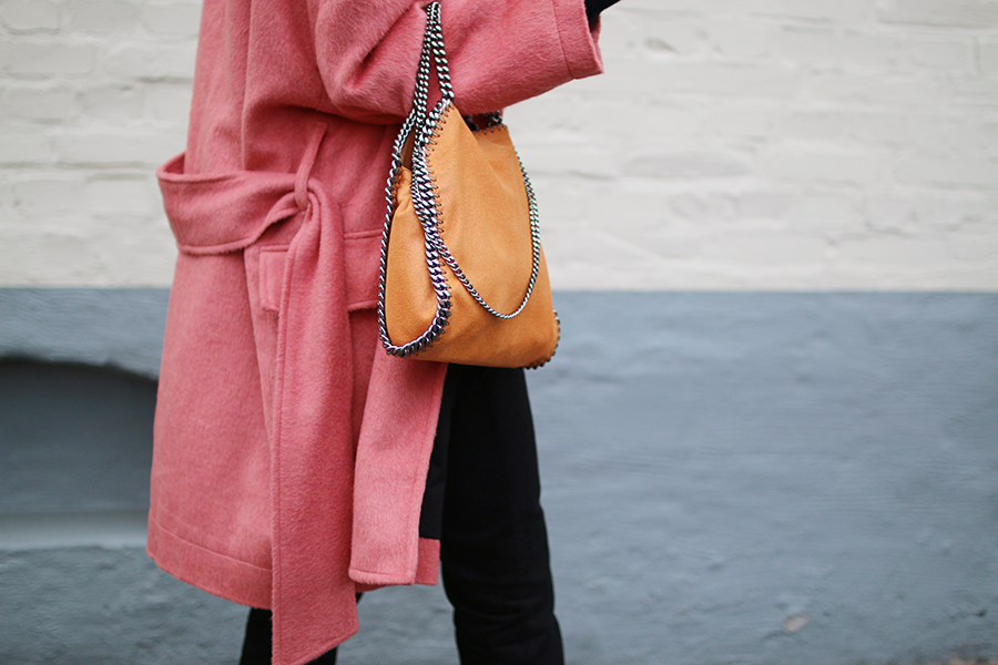 Hanna_stefansson_pink_coat_focus_on_coats_4