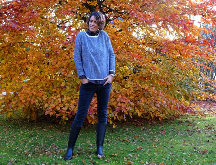 Nina Campioni wears Nibu rain boots, Davidas cashmere sweater, Gant Rugger shirt and Acne Studios black jeans. The colors in the back is natures love. Welcome to my blog!