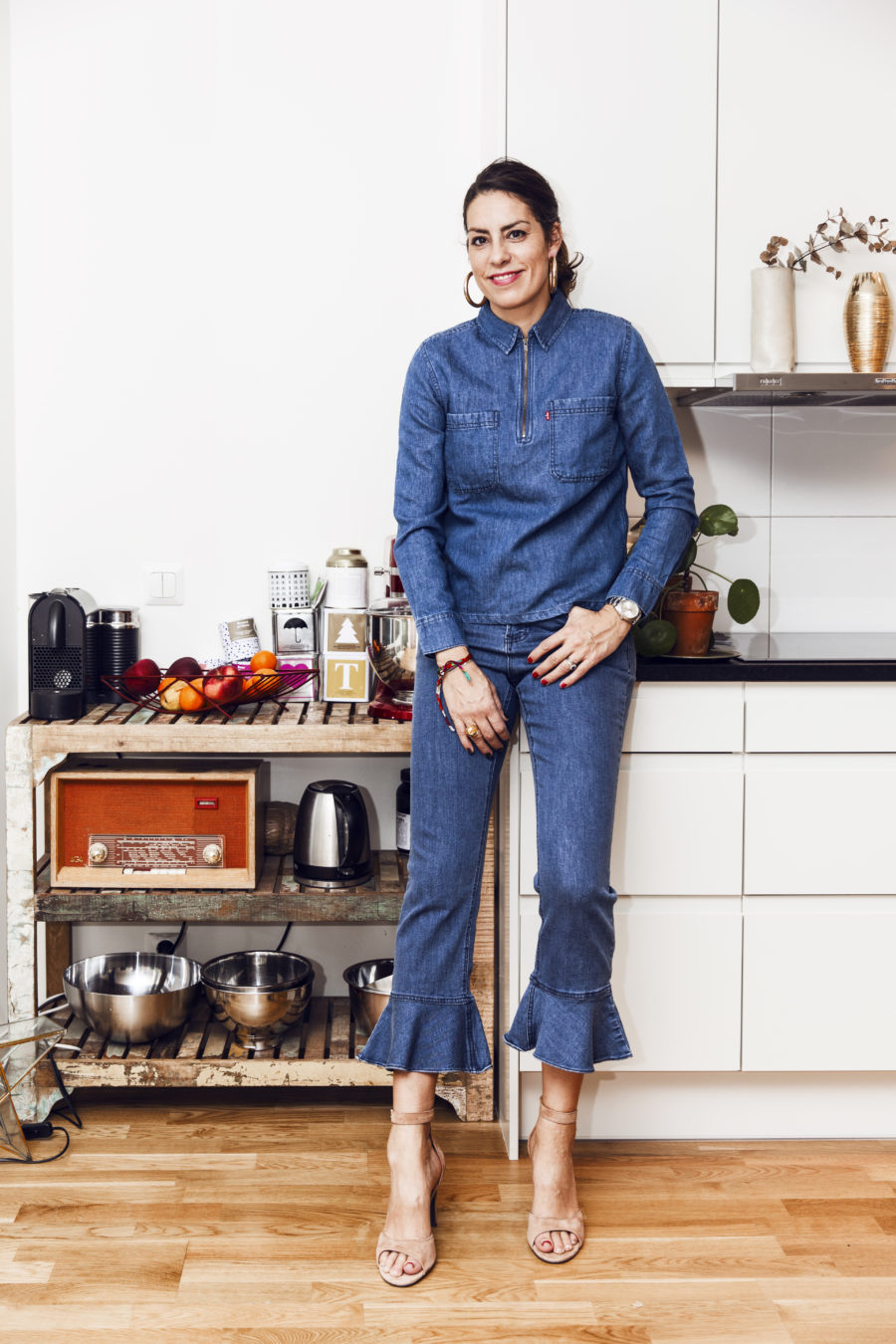 Nina Campioni ootd outfit of the day, jeans saint tropez, skjorta levis, skor billi bi, modebloggare elle sverige, örhängen H&M