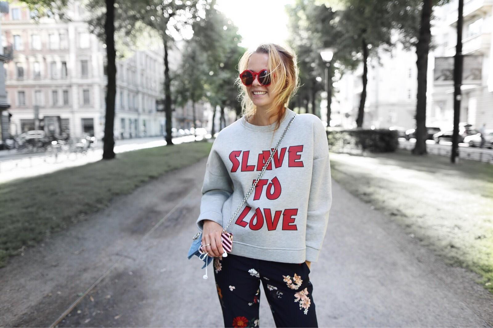 Slave to love!