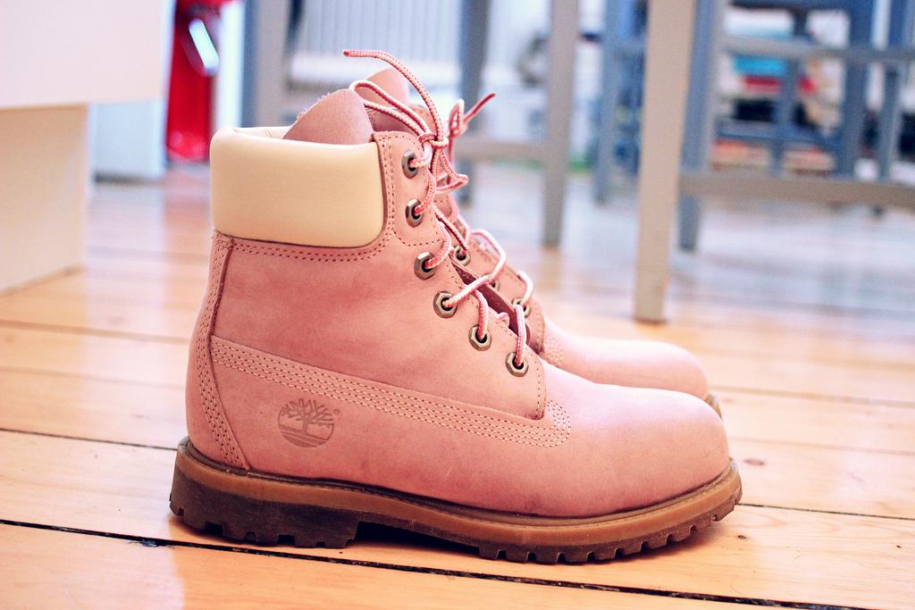 Hur man rengör mocka och mocka skor hemma? Rengöring av vit