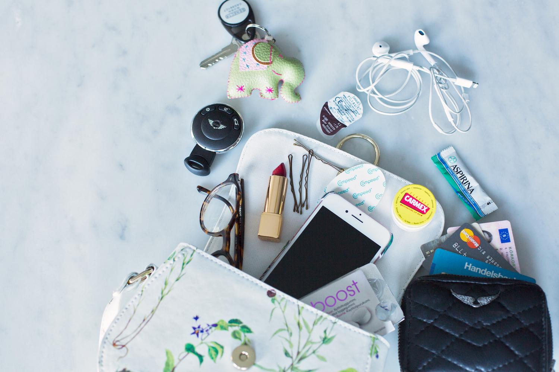 What's in my bag? | Nicole Falciani