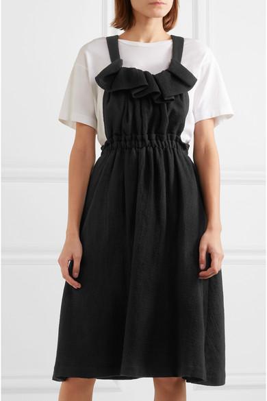 ed27f4763bf ... 70-tals klänningar men jag älskar att den ändå känns modern och att  mönstret är samma som jag bar som barn på 90-talet. Fint att tyget känns  lite styvt.