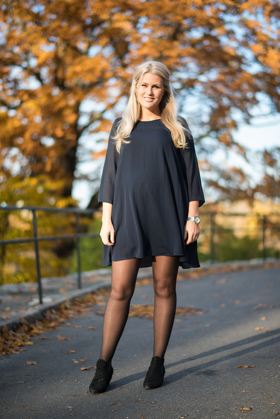 svart klänning på barndop