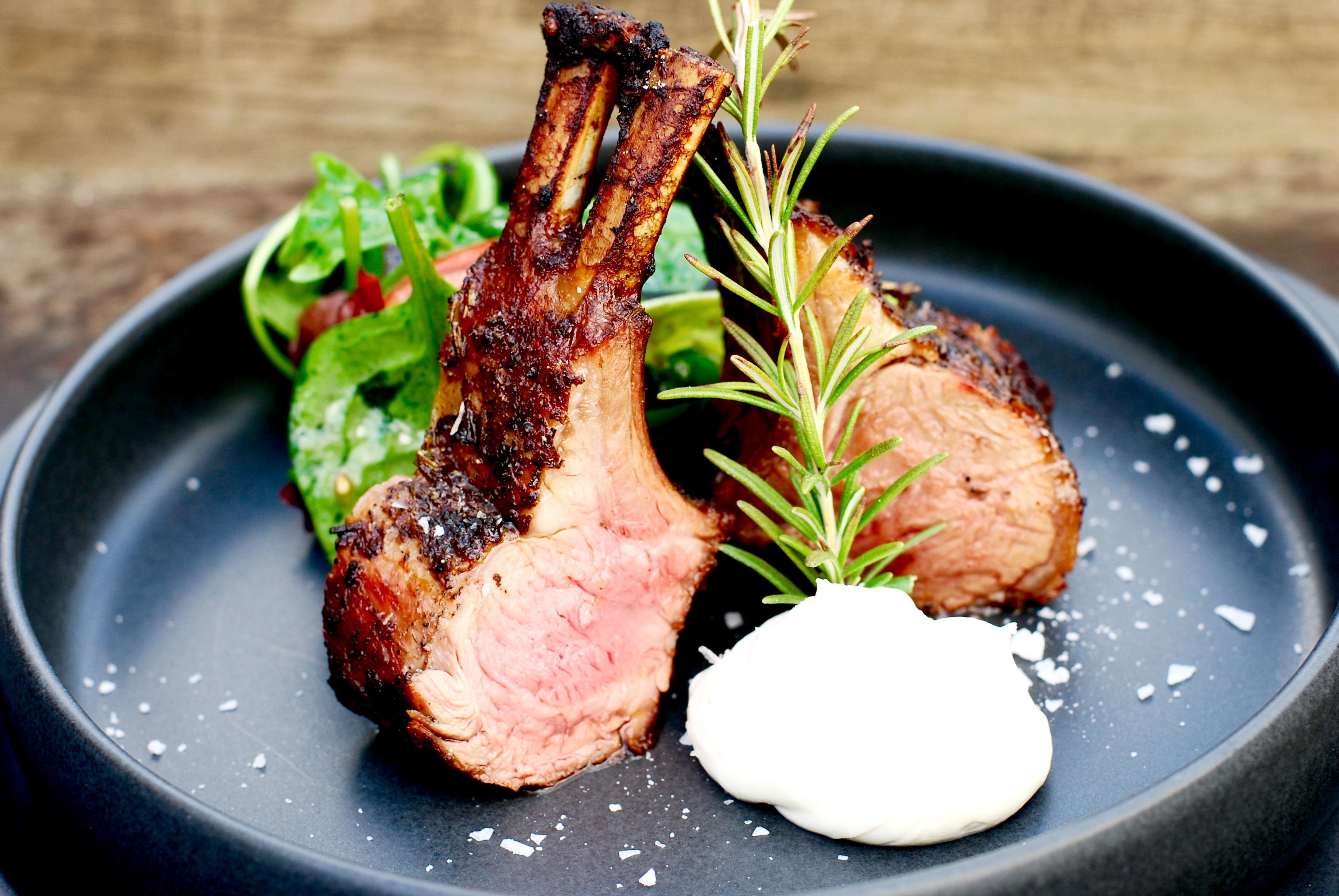 Lammracks med chèvrekräm & fräsch grönsallad! | Catarina