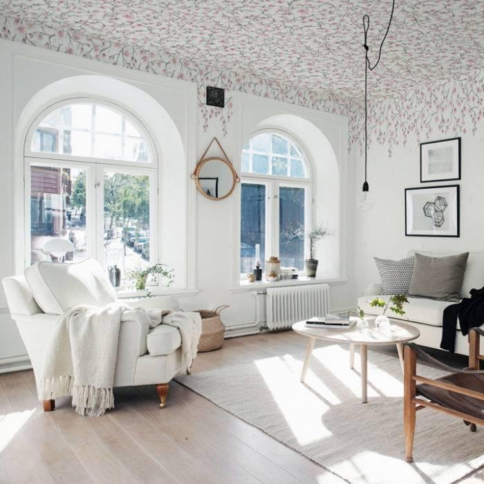 Vackra fönster. Ljust vardagsrum
